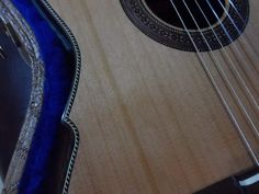 Another Classic Guitar by Joel Dias. Note the quality of the finishing, even the case is buitt by him.