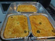 TORTA DE LIQUIDIFICADOR (NA MARMITA) Bata 3 claras em neve. Reserve. Bata liquidificador 3 xic leite; 1/2 xíc óleo; 3 gemas;1 sachê sazon amarelo; 3 xíc far trigo. Misturar sem bater 1 col rasa fermento. Misture a clara delicadamente, colocar na marmita a massa intercalada c/ recheio: frango, sardinha, legumes, sempre frio! Salpique queijo ralado antes de levar ao forno.