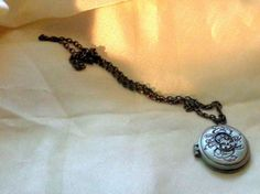 NEW - *TWILIGHT* SILVER-TONE NECKLACE WITH LOCKET