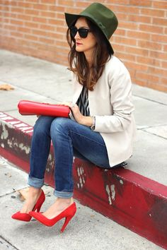 Love everything about this... Hat, blazer, jeans red bag, RED heels
