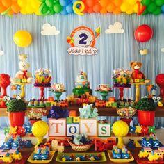 "144 Likes, 13 Comments - Decor&Festa - Mari Mangione (@decorefesta) on Instagram: ""Tema Brinquedos por @encantefestasrecife ❤️ cores lindas, tudo lindo!! ❤️ #brinquedos…"""