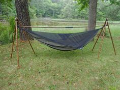 portable hammock stand - Consolation, simplicity and freshness! Three qualities that make of an on the spot of Rest one thing of gratifying reality, and Indoor Hammock Bed, Portable Hammock, Diy Hammock, Backyard Hammock, Hammock Stand, Camping Toilet, Camping Cot, Camping Gear, Outdoor Camping