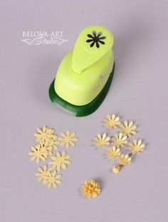 Photo only - I can't find a website for this. But once you have a miniature paper punch you can make a variety of miniature flowers. See the related pins for more. Paper Flowers Diy, Handmade Flowers, Flower Cards, Fabric Flowers, Paper Punch Art, Punch Art Cards, Card Making Tips, Card Making Techniques, Craft Punches