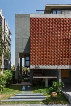 Rippling red brick facade shades house in Surat by Design Work Group Brick Design, Facade Design, Exterior Design, Concrete Facade, Brick Facade, Brick Cladding, Brickwork, Shade House, Brick Architecture
