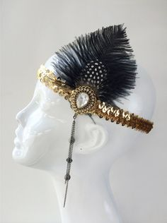 Dress up your flapper or gatsby costume with this headpiece made with sparkling stones, sequins and feathers.    Materials:  - Black Feathers H 4