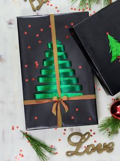 Fun and Stylish Christmas Gift Wrapping Ideas - - Your perfect gift deserves the perfect wrapper! Up your wrapping game with our fun and stylish gift wrapping ideas! That special someone will be amazed! Christmas Present Wrap, Christmas Gift Wrapping, Diy Christmas Gifts, Christmas Crafts, Christmas Gift Ideas, Christmas Cookies, Christmas Holidays, Creative Gift Wrapping, Creative Gifts