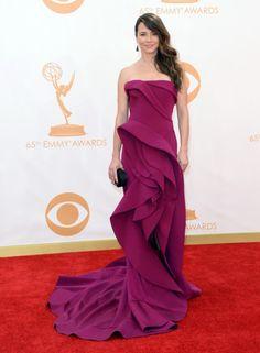 Linda Cardellini vestindo Donna Karan, Emmy Awards 2013