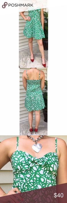Banana Republic Green Sun Dress Bright and breezy, this sun dress by Banana Republic is in excellent pre-loved condition. With spaghetti straps, a bow on the chest, and a vibrant green and white print, this dress is perfect for summer! | 100% Cotton | Side Zipper | Banana Republic Dresses