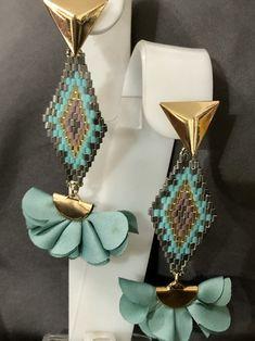 Jewelry Design Earrings, Jewelry Case, Unique Earrings, Bead Earrings, Gold Jewelry, Seed Bead Patterns, Beading Patterns, Seed Beads, Jewels
