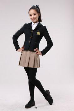 Girl in school Uniform Preteen Girls Fashion, Young Girl Fashion, Kids Outfits Girls, Guys And Girls, Kids Fashion, Girl Outfits, School Uniform Fashion, School Girl Outfit, School Uniform Girls