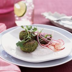 Spring Pea Falafel with Marinated Radishes and Minted Yogurt.Instead of deep-frying the falafel patties,Nicki Reiss sautés them in a lightly oiled pan.And she serves them with a low-fat yogurt sauce instead of the usual rich sesame-based tahini. Pea Recipes, Yogurt Recipes, Wine Recipes, Vegetarian Recipes, Healthy Recipes, Burger Recipes, Hamburgers, Kitchens, Vegetarian Food
