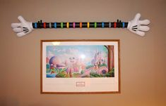 Wondering what to do with all your Disney MagicBands?  I LOVE this DIY Mickey Hand MagicBand Wall Display!