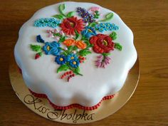 Cake decorated with traditional Hungarian folk pattern from Kalocsa, By Kiss Ibolyka. Girly Cakes, Fancy Cakes, Cute Cakes, Pretty Cakes, Mini Cakes, Beautiful Cakes, Amazing Cakes, Buttercream Cake, Fondant Cakes
