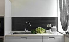 Spritzschutz Küche Ideen schwarze Tafelfarbe Metall