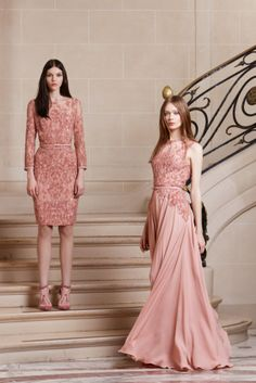 Elie Saab Pre-Fall Then again I love the color and both dresses. Both have the same color and material but have different sleeve lengths and hem lengths. Beautiful Gowns, Beautiful Outfits, Elegant Dresses, Pretty Dresses, Couture Fashion, Runway Fashion, Elie Saab Couture, Mode Style, Couture Dresses