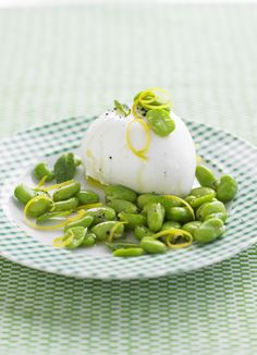 Broad beans with mozzarella, lemon and mint