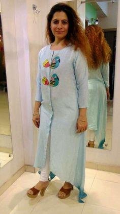 Beautiful Silk-Mul Kurti with hand paint Kurti Designs Party Wear, Kurta Designs, Blouse Designs, Hand Painted Dress, Painted Clothes, Kurti Embroidery Design, Embroidery Dress, Dress Painting, Fabric Painting