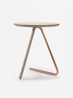 wooden table with copper M-S-D-S Studio / / Interior * Minimalismus by LEUCHTEND GRAU