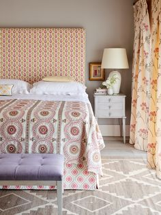 These colours are both stylish and charming. They evoke a sense of tranquility. Hall Design, Color Patterns, Color Schemes, Home Furniture, Master Bedroom, Double Bedroom, Upholstery, Interior Design, Headboards