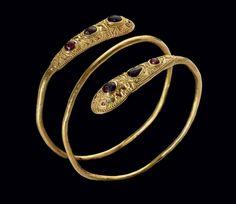 AN EASTERN ROMAN OR SARMATIAN GOLD, GARNET CIRCA LATE 1ST-2ND CENTURY A.D.   Christie's