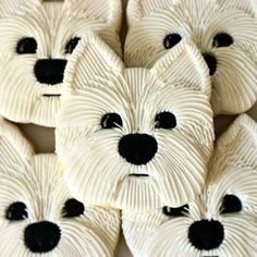 Instead of utilizing white flour in your pet dog cookies or any other homemade canine food, you can utilize entire grains like quinoa, oats and wild rice instead. Deco Cupcake, Cookies Cupcake, Galletas Cookies, Dog Cookies, Fancy Cookies, Iced Cookies, Cut Out Cookies, Cute Cookies, Royal Icing Cookies