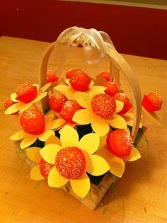 Pre-school birthday party treat!  Daffodil Cake Pops.  http://www.raising-girls.net/