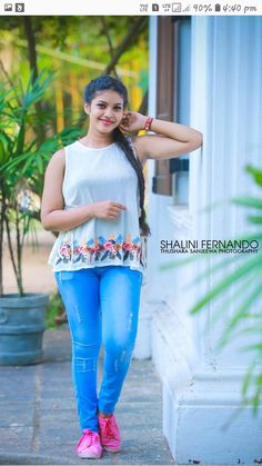 Cute Girl Photo, Girl Photo Poses, Beautiful Girl Image, Girl Photos, Cute Beauty, Beauty Full Girl, Beauty Women, Beautiful Girl Indian, Beautiful Indian Actress