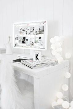 La maison blanche. White workspace. desk. office. home decor. interior design. ikea // Espacio de trabajo blanco. oficina. despacho. escritorio. casa.