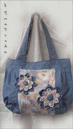 Цветок из джинсовой ткани для сумки. Flower of denim fabrics for bags.