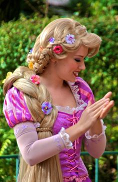 we didnt get to meet Rapunzel at Disneyland and I hear about it every day at least once a day lol. Next time I'll wait in line that hour and a half ; Rapunzel Cosplay, Rapunzel And Flynn, Disney Rapunzel, Tangled Rapunzel, Disney Cosplay, Princess Rapunzel, Disney Costumes, Disney Princess, Cosplay Costumes