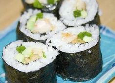 This is the most popular sushi roll that I make. It isn't one of the normal rolls that you can buy everywhere, but it has a universal appeal and all the ingredients can be bought at a normal grocery store! Sushi Recipes, Healthy Recipes, Yummy Recipes, My Favorite Food, Favorite Recipes, Japanese Food Sushi, Shrimp Rolls, How To Make Sushi, Sushi Restaurants