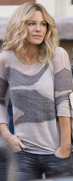 Who made Kate Beckinsale's gray wave print sweater