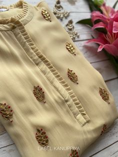 Simple Kurta Designs, New Kurti Designs, Stylish Dress Designs, Kurta Designs Women, Kurti Designs Party Wear, Stylish Kurtis Design, Neck Designs For Suits, Sleeves Designs For Dresses, Neckline Designs