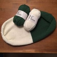 Child Knitting Patterns Reversible cap (with directions) Baby Knitting Patterns Supply : Wende-Mütze (mit Anleitung). Baby Knitting Patterns, Crochet Beanie Pattern, Headband Pattern, Crochet Patterns, Diy Mode, Handmade Skirts, Patterned Socks, Handmade Headbands, Christmas Knitting