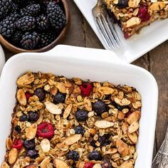 CINNAMON APPLE BERRY BAKED OATMEAL Healthy High Protein Meals, High Protein Recipes, Protein Foods, Vegan Baked Oatmeal, Dairy Free, Gluten Free, Vegan Baking, Cinnamon Apples, Health Tips