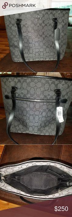 Coach Tote purse Nwt Coach Tote purse retails at $275 Coach Bags Totes