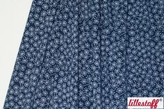 ####Pusteblume!####  Dieser schöne, zu 95 % aus Bio-Baumwolle bestehende, Jersey ist perfekt für den Sommer! Auf dem navyfarbenen Hintergrund erstreckt sich ein Pusteblumenmeer in hellblau.   * 95 % Bio-Baumwolle, 5 % Elasthan * 150 cm breit * GOTS-zertifiziert  ####lillestoff####  Die Besonderheit der deutschen Marke lillestoff sind ständig wechselnde, neue und farbenfrohe Designs auf GOTS-zertifizierter Bio-Grundware. Lillestoff macht es möglich für Kindern gesunde, attraktive, langlebige…