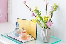 スーパーのお花をかわいく! ひな祭りの定番カラーで花飾り : 窪田千紘フォトスタイリングWebマガジン「Klastyling」