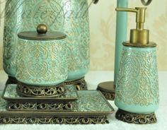 Tyrkysové a zlaté koupelnové doplňky