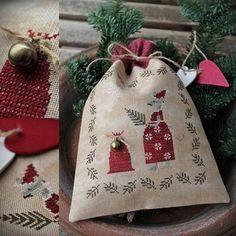 Mrs. Santa Mouse / Cross stitch pattern / PDF