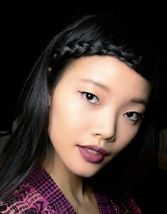 A braided headband starts at the left corner of your brow and moves across your hair-line to create a unique look via @byrdiebeauty, photo credit: Imaxtree