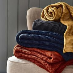 Fashioned from vibrant orange acrylic wool, this chunky knitted throw offers a neat close-knit design with plait-effect edges. Knitting Stitches, Knitting Designs, Knitting Tutorials, Free Knitting, Knitting Patterns, Orange Bedding, Vintage Crochet Patterns, Vogue Knitting, Knit Patterns