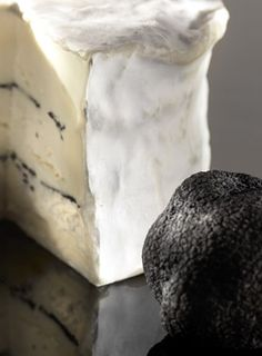 Brillat Savarin with truffles! Fromage Cheese, Queso Cheese, Creamy Cheese, Cheese Bread, Wine Cheese, Cheese Maker, Cheese Shop, French Cheese, Savarin
