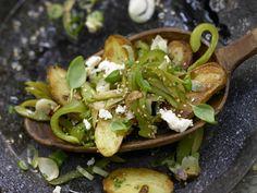 Grüne Kartoffelpfanne - mit Schafskäse - smarter - Kalorien: 399 Kcal - Zeit: 45 Min. | eatsmarter.de Diese Pfanne mit Kartoffeln und grünem Gemüse ist gesund und lecker.