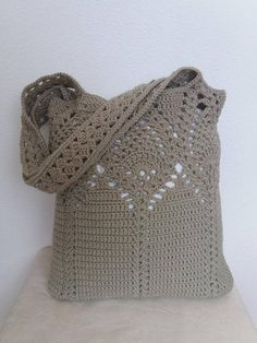 *This is a crochet pattern and not the finished item* The market bag is absolutely fantastic and easy to make. This pattern is suitable for dedicated beginner as well. Adjustable size. The pattern is written in standard American (US) terms, in English language, with step-by-step