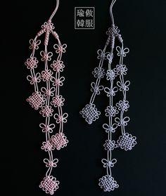 삼단나비매듭노리개 Chinese Crafts, Diy And Crafts, Arts And Crafts, Creative Box, Jewelry Knots, Korean Traditional, Diy Projects To Try, Handicraft, Crochet Necklace