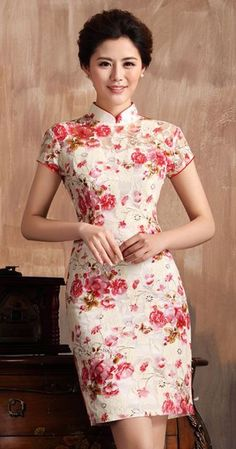 Elegant Beige Lace Chinese Qipao Dress with Red Floral Print Mais Mandarin Dress, Dress Outfits, Fashion Dresses, Frocks And Gowns, Cheongsam Dress, Chinese Clothing, Oriental Fashion, China Fashion, Ao Dai