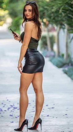 #tshirtstyles #tshirtstyleexploreyourmood #tshirtstyler #tshirtstyle #tshirtstylé #tshirtstylelife #tshirtstylesenseimurah #tshirtstyleonline #tshirtstylekorea #tshirtstyletips Great Legs, Beautiful Legs, Beautiful Women, Nice Legs, Tight Dresses, Sexy Dresses, Mini Dresses, Sexy Rock, Frauen In High Heels
