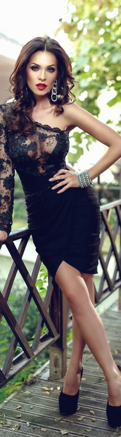 Basic Black w. Lace