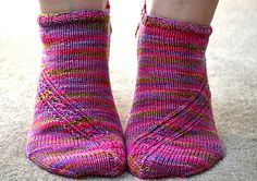 Ravelry: Chain Link Sockettes pattern by Kandice Swanner